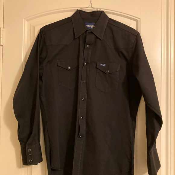 Men's black Wrangler shirt, black snap buttons  LG